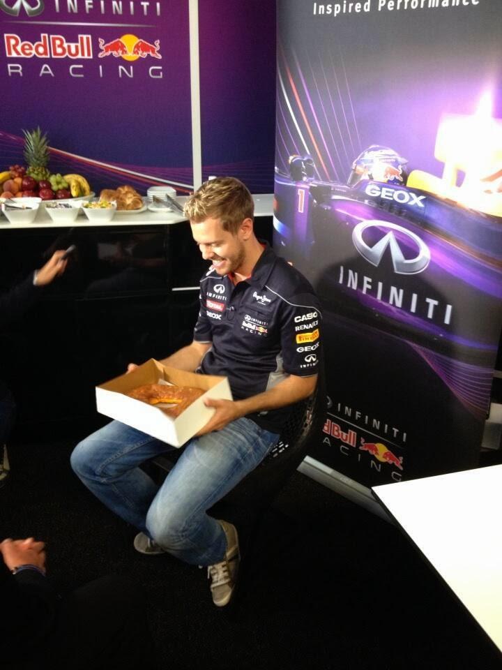 Себастьян Феттель и огромный пончик в Остине на Гран-при США 2013