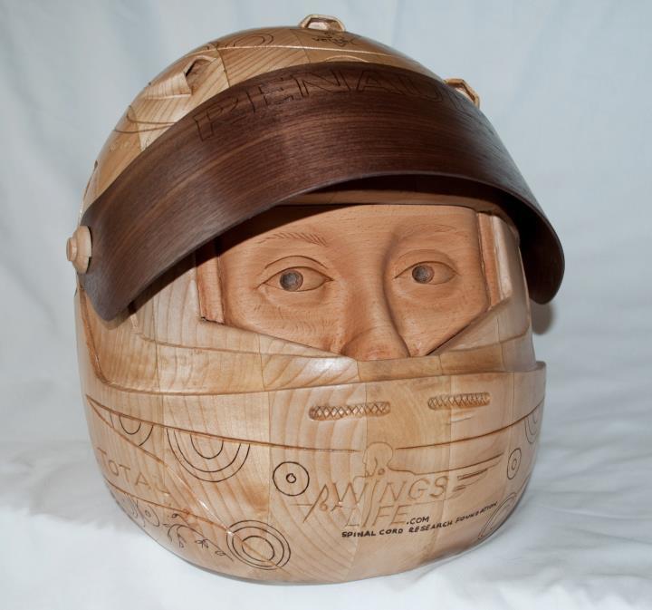шлем Себастьяна Феттеля из дерева с открытым визором