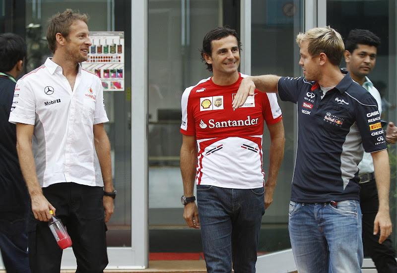 Дженсон Баттон, Педро де ла Роса и Себастьян Феттель в паддоке Буддха на Гран-при Индии 2013