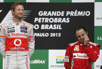 Дженсон Баттон и фэйспалмящий Фелипе Масса на подиуме Интерлагоса на Гран-при Бразилии 2012