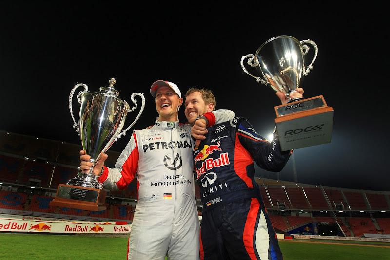 Михаэль Шумахер и Себастьян Феттель с победными кубками на Гонке чемпионов 2012