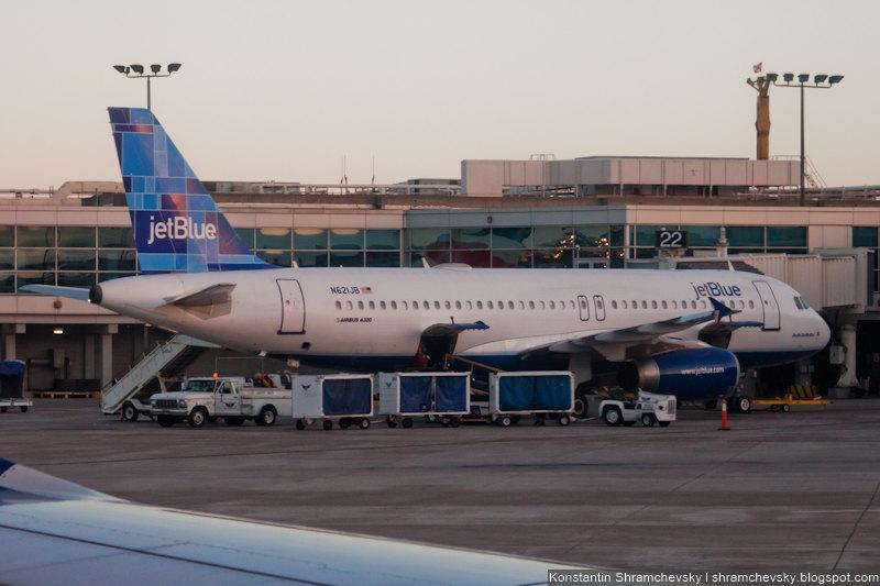USA California San Diego Internagional Airport Lindbergh Field JetBlue Airways Airbus A320-232 США Калифорния Сан-Диего Международный Аэропорт Линдберг Филд поле Джет Блю Эйрбас Аэробус А320-232 N621JB