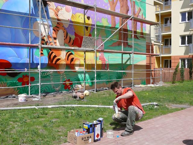 Malowanie bajkowego motywu na ścianie, Kubuś puchatek