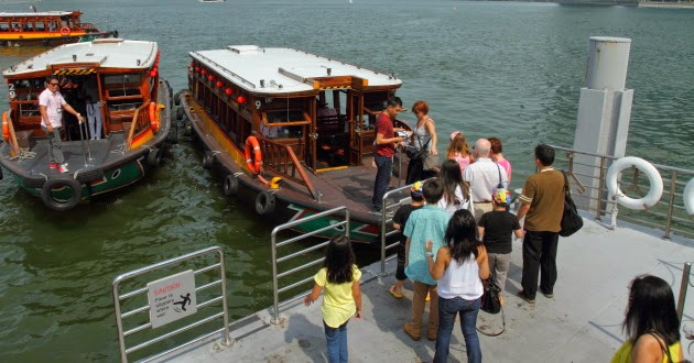 Explore Singapore through a boat cruise