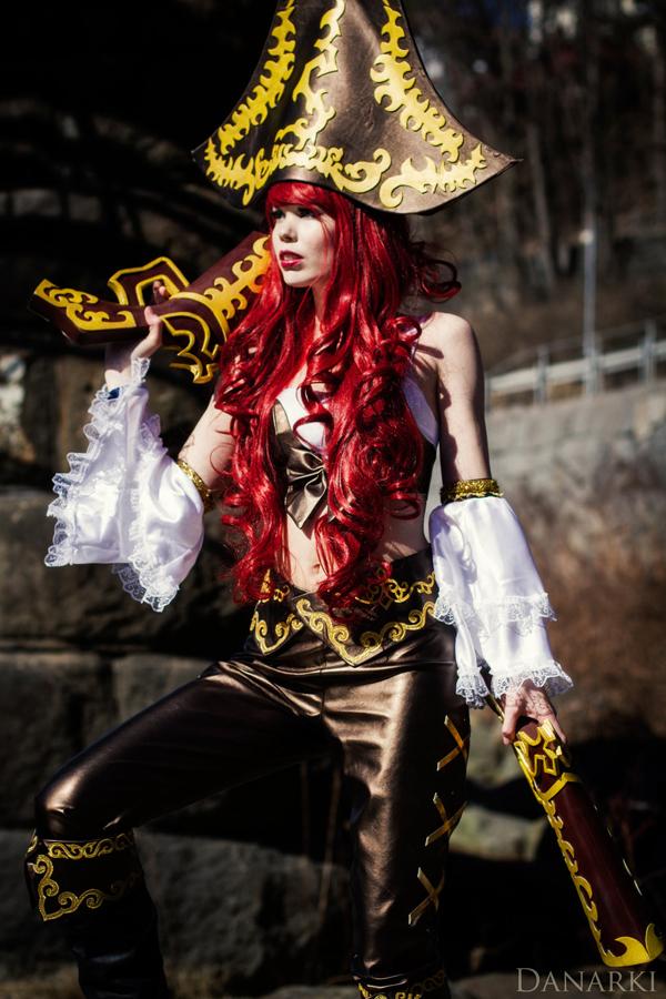 Tine Marie Riis quyến rũ với cosplay Miss Fortune - Ảnh 5