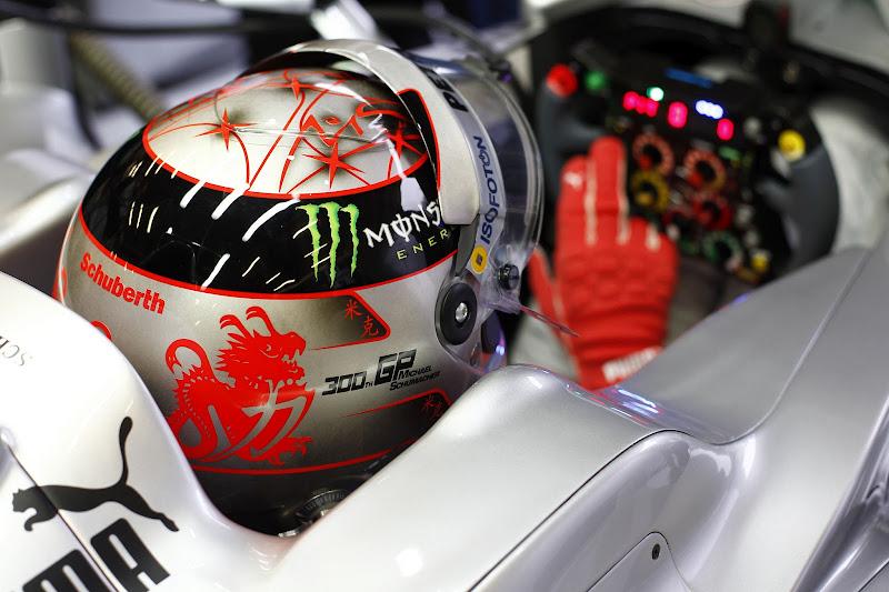 Михаэль Шумахер в специальном шлеме на Гран-при Бельгии 2012