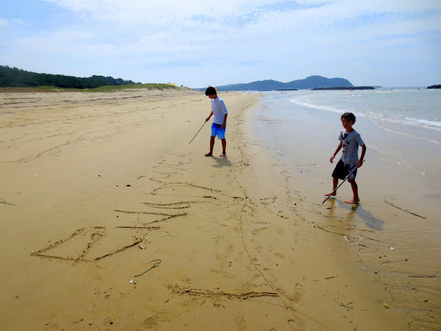 Kai and Eidan at Shingu beach