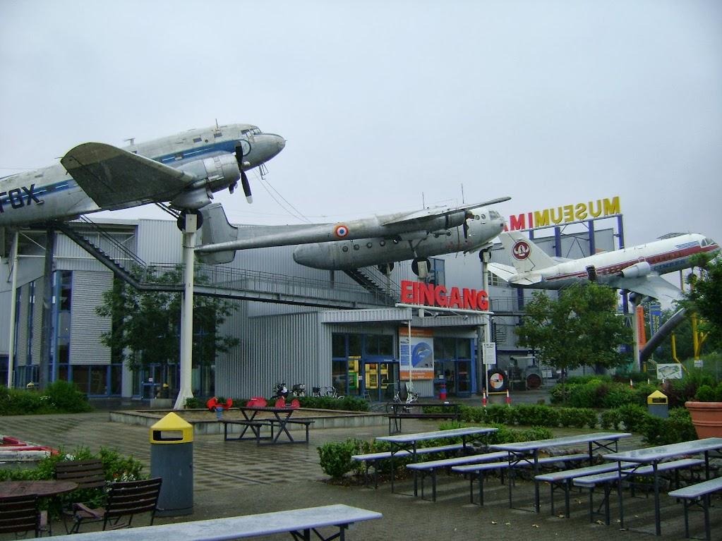 Eingang mit begehbaren Flugzeugen