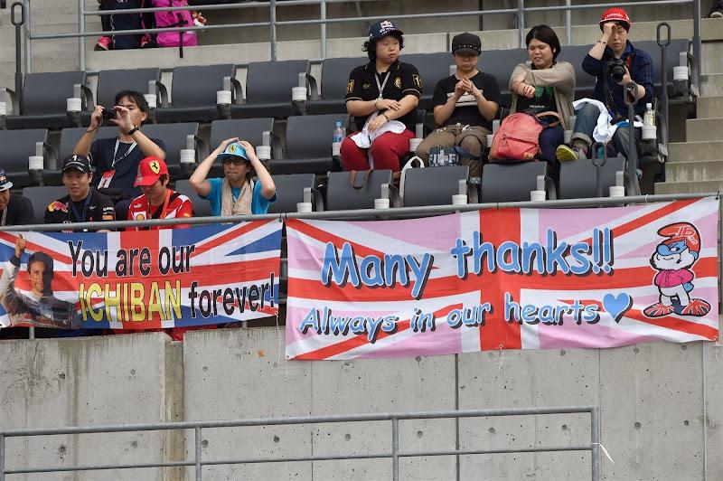болельщики Дженсона Баттона на трибуне Сузуки на Гран-при Японии 2014