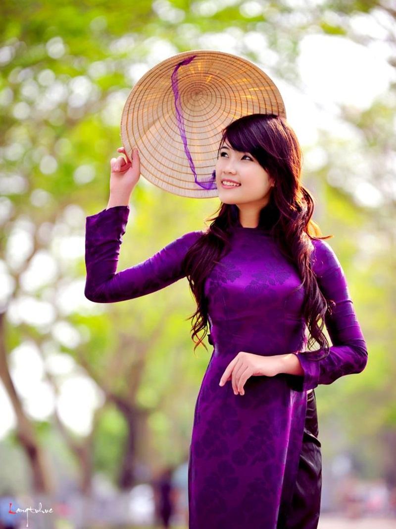Ảnh cô gái xứ Huế với chiếc nón