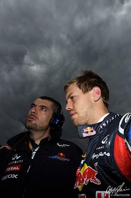 Гийом Роклен и Себастьян Феттель под грозным небом Сильверстоуна на Гран-при Великобритании 2011