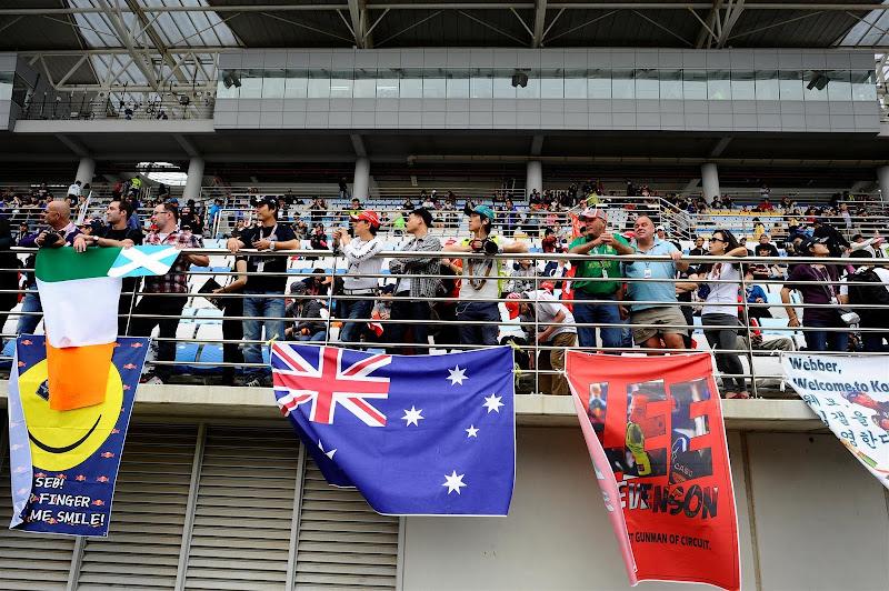 баннер болельщиков на трибунах Йонама на Гран-при Кореи 2012