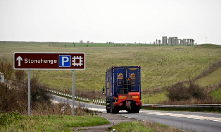 UK: Archaeologists slam Stonehenge tunnel plan