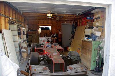 Ferrari Фернандо Алонсо покрытая пылью в гараже - фотошоп by rjtart