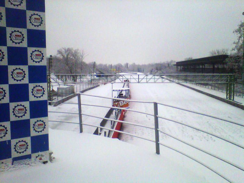 Монца под снегом - вид с подиума
