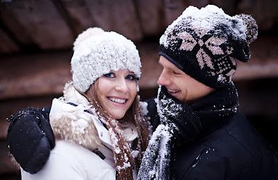 Кэтрин Хайд и Хейкки Ковалайнен в снежинках из издания Menaiset magazine