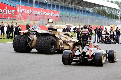 Ромэн Грожан и бэтмобиль The Dark Knight Rises на Гран-при Великобритании 2012