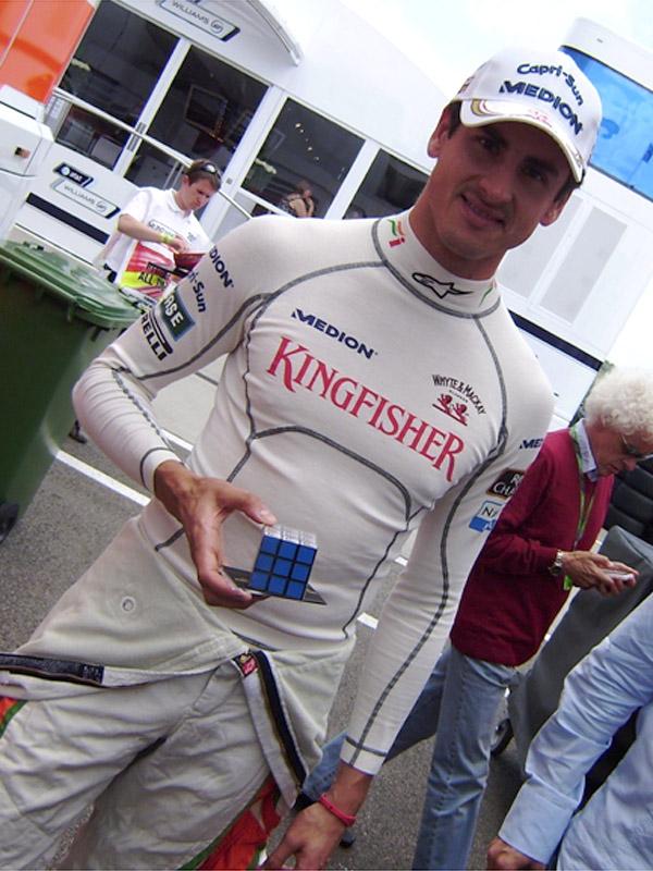Адриан Сутиль с Кубиком Рубиком на Гран-при Венгрии 2011 на трассе Хунгароринг