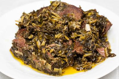 тушеное мясо с зеленью