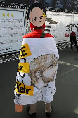 болельщик Ника Хайдфельда и Ferrari на Гран-при Японии 2012