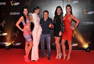 Фелипе Масса в окружении девушек на афтерпати Гран-при Индии 2011