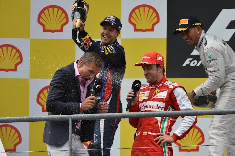 Дэвида Култхарда обливают шампанским на подиуме Гран-при Бельгии 2013