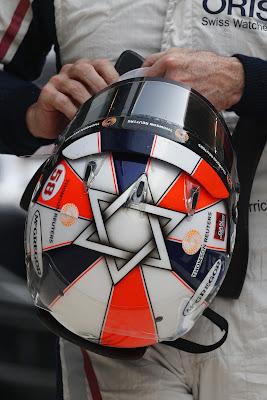 Рубенс Баррикелло и его шлем на Гран-при Индии 2011