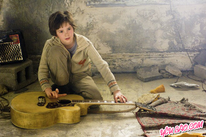 August (Freddie Highmore) trong August Rush (2007)