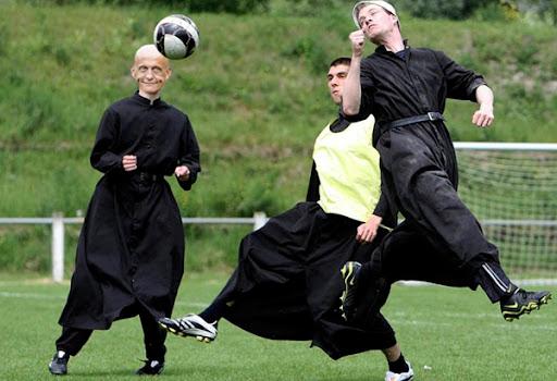 Как играют в футбол судьи
