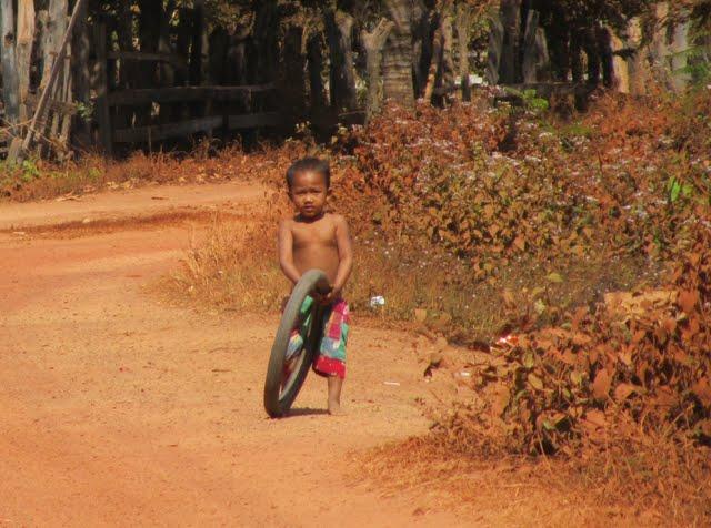 motorbike trip Cambodia - red roads