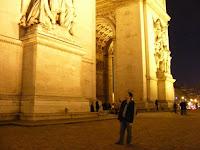 El Arco del Triunfo mide 50 metros de altura, la mitad que el Arco de la Defensa y el doble que el Arco del Carrousel