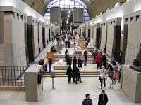 Al otro lado del río está el Museo d'Orsay, con una buena colección de cuadros de célebres artistas del impresionismo