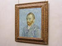 ... que también se caracteriza por sus numerosos auto-retratos