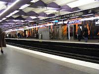 Y aquí una de las numerosas estaciones de metro, ya que París cuenta con muchas líneas subterráneas