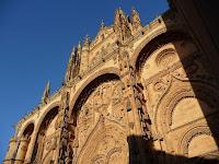 Durante su restauración de 1992 se esculpió en su fachada un astronauta, con el fin de añadir un elemento contemporáneo