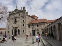 La Iglesia de Santa Teresa, se encuentra en el lateral este de la ciudad amurallada