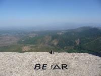 Su altura de casi 1800 metros permite divisar en días claros muchos de los pueblos y ciudades de la zona