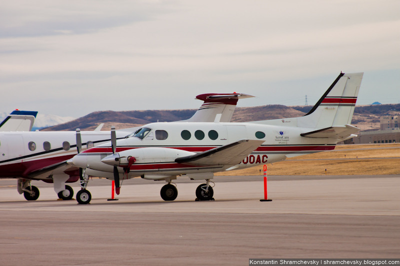 USA Colorado Denver Centennial Airport Tower США Колорадо Денвер Сентенниал Аэропорт APA KAPA Beechcraft King Air 90 AeroCare