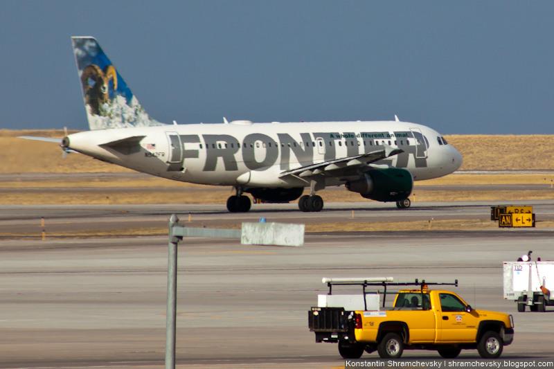 USA Colorado Denver International Airport Frontier Airlines Airbus A319 N942FR Stanley, the Bighorn Sheep США Колорадо Денвер Международный Аэропорт Фронтир Эйрлайнс Аэробус Эйрбас А310 Толсторог Стенли Хвост Самолёта