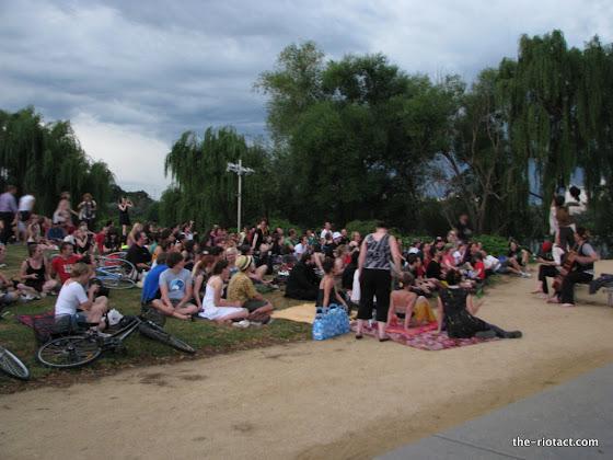 carillon crowd