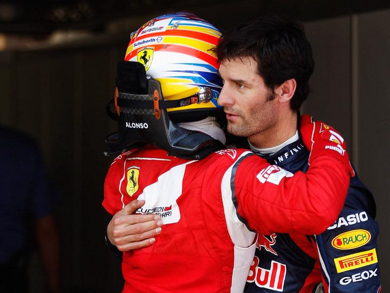Фернандо Алонсо и Марк Уэббер обнимаются после квалификации на Гран-при Испании 2011