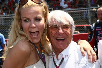Берни Экклстоун с девушкой на Гран-при Австралии 2011