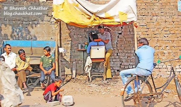 Salon on an Indian street