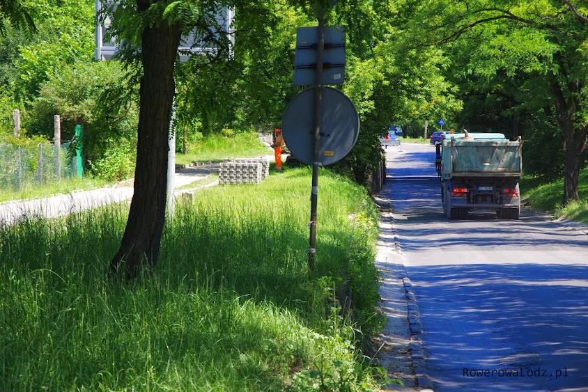 Dla rowerzystów i pieszych wybudowana będzie droga na lekkim podwyższeniu, samochody pojada dołem.