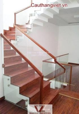 cau thang kinh K015 - Mẫu cầu thang kính tay vịn gỗ đẹp cho biệt thự hiện đại