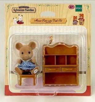 Hộp sản phẩm Chị chuột và bàn học Sylvanian Families