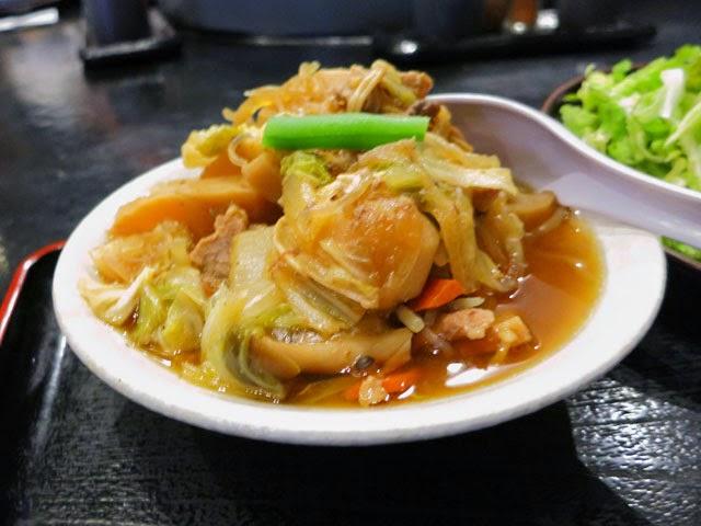 野菜盛りだくさんのテンコ盛り肉豆腐