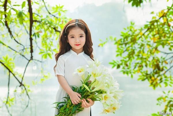 thơ mùa hoa tháng Tư ở Hà Nội