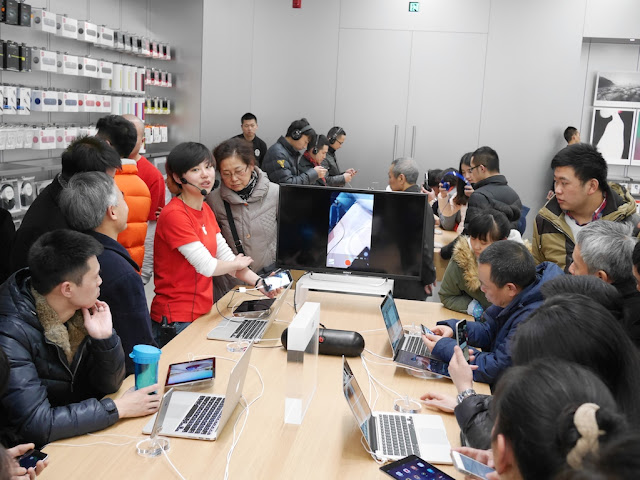 demonstration at Jiefangbei Apple Store on opening day
