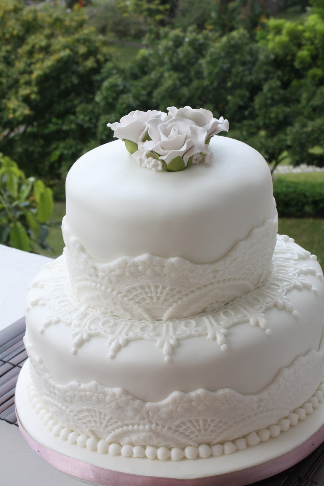 Simple Wedding Cake With Roses Viewing Gallery